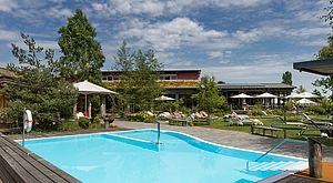 Aussenpool des Wellnesshotel bora Resort am Bodensee